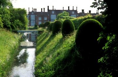 Сады Хелмингхем-Холл, Великобритания