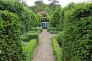 Сады Уайкен Холл, Англия